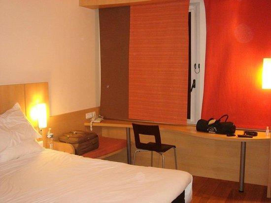 Ibis Barcelona Santa Coloma: Chambre