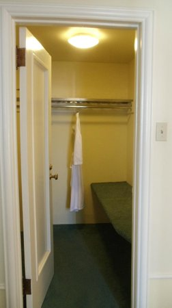 Fairmont Hotel Vancouver: That's what I call closet space!