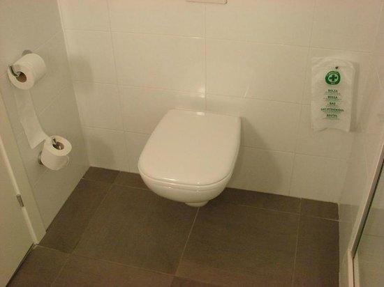Ibis Barcelona Santa Coloma: WC