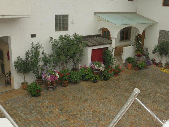 Weingut Franz Schindler: Internal Garden