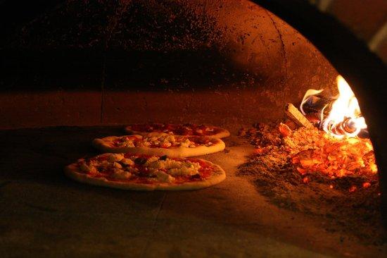 Forno a legna in via maragliano picture of il borgo della pizza florence tripadvisor - Forno per la pizza ...