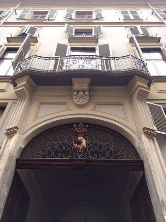 B&B Casa Cavour: Stemma di Palazzo Des Hayes di Mussano il Barbo dorato