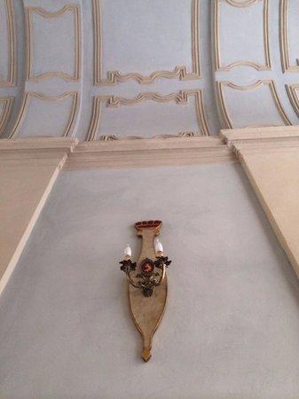 B&B Casa Cavour : Interno portone palazzo Des Hayes di Mussano