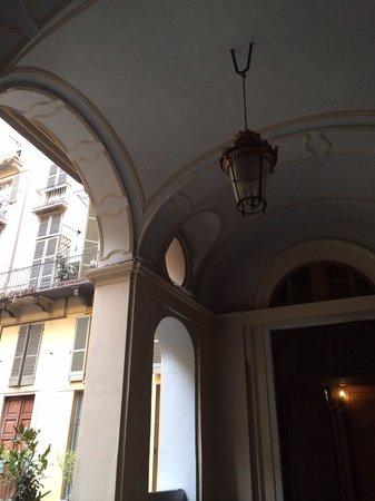 B&B Casa Cavour: Sotto portico