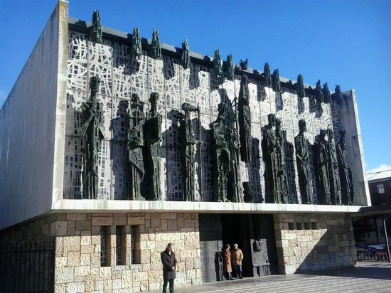 Basílica Menor de La Virgen del Camino