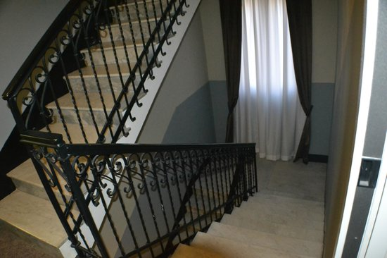 Ferton Hotel: Escaleras