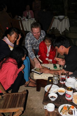 Da Lat, Wietnam: Playing and having fun with local people