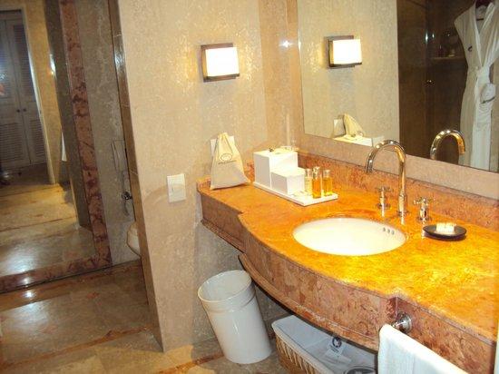Charleston Cartagena Hotel Santa Teresa: banheiro