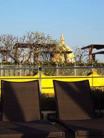 Charleston Cartagena Hotel Santa Teresa: vista da cidade através da região da piscina