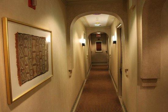 Casablanca Hotel Times Square: corridoio