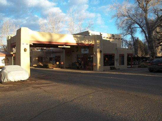 El Pueblo Lodge: El Pueblo Office and Breakfast
