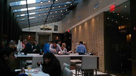 Staybridge Suites Times Square - New York City : Sala de café-da-manhã