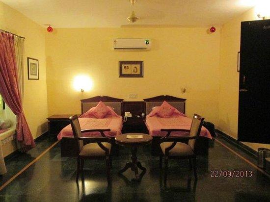 Hotel Swaroop Vilas: Habitación