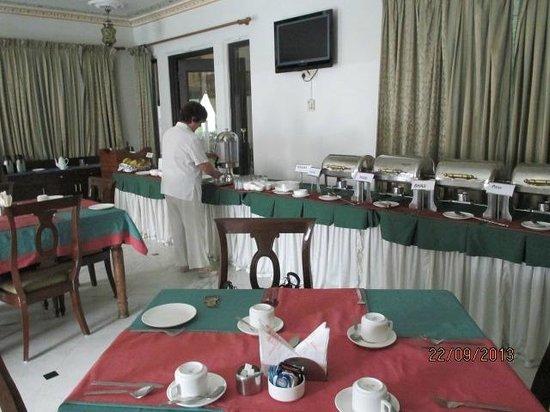 Hotel Swaroop Vilas: Desayuno variado