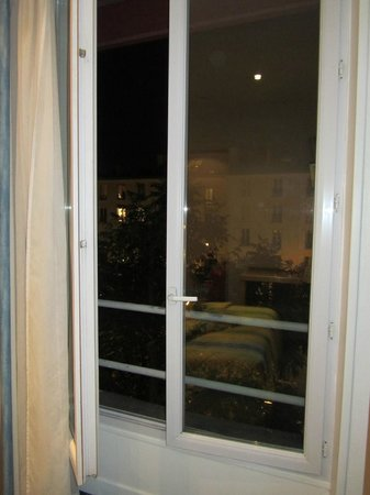 Edgar Quinet Hotel : Vista de la habitación