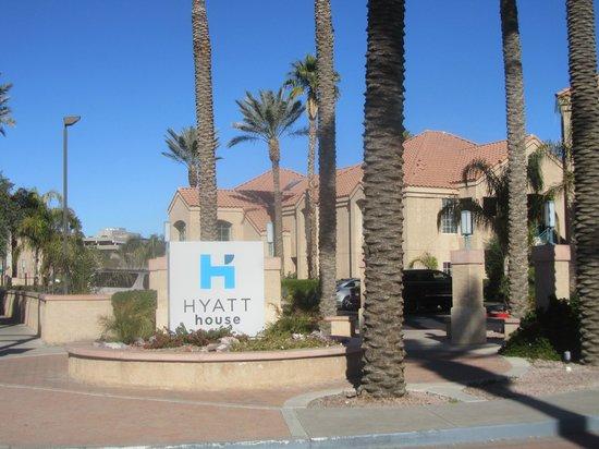 HYATT house Scottsdale/Old Town: Entrance to hotel