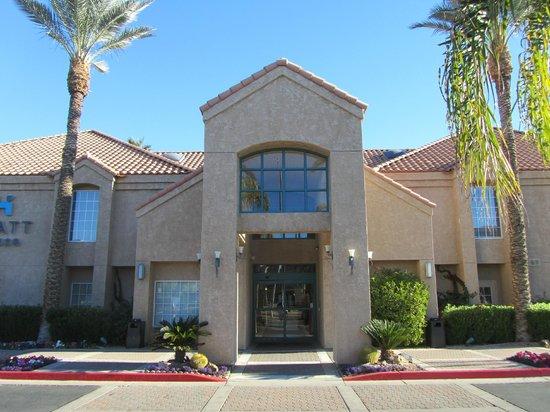 HYATT house Scottsdale/Old Town: Hotel front entrance