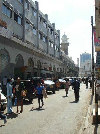 Jamia Mosque: Rue à proximité
