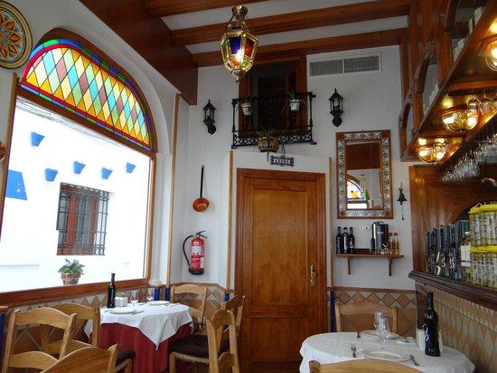 Taberna Luque: restaurant inside