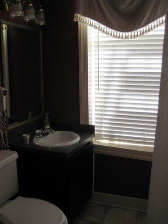 Savannah Bed & Breakfast Inn : Oriental room bath