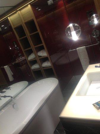 W Verbier : Bath & Rain shower in each room