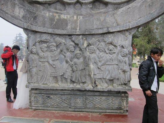 Ho Chi Minh Friendship Monument: Hill tribe children, Sapa