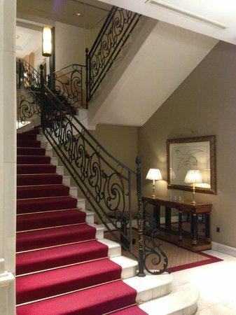 Melia Recoletos Hotel: Escalera