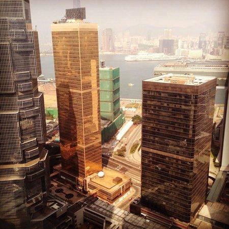 Island Shangri-La Hong Kong: Вид из номера 3902