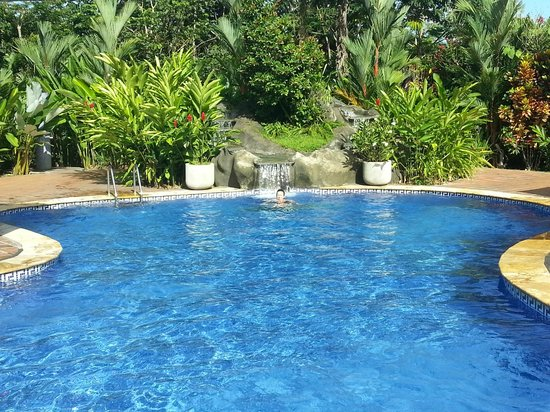 Volcano Lodge & Springs : piscina grande