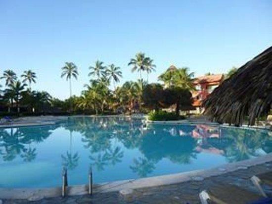 Tropical Princess Beach Resort & Spa : Piscine