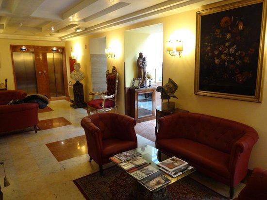 Aurelius Art Gallery Hotel: Reception area