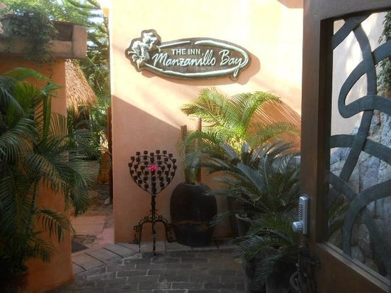 The Inn at Manzanillo Bay : Hotel/Restaurant entrance