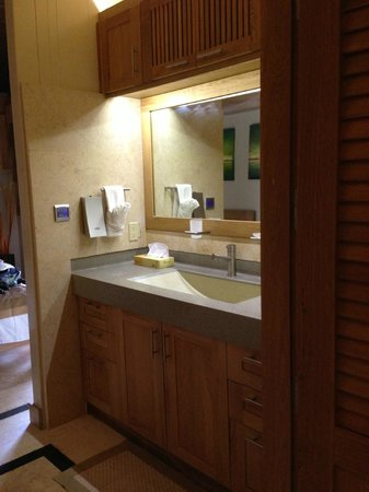 One On Marlin: Bathroom with loads of storage