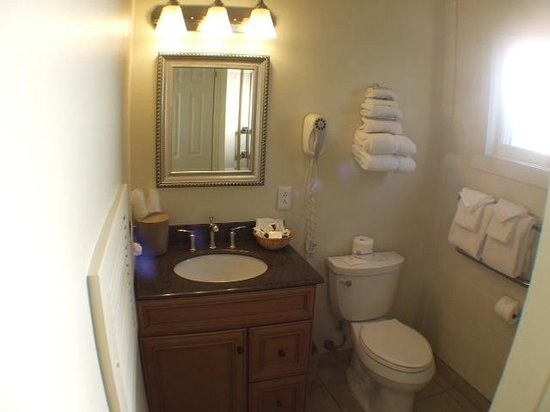 Villa Franca Inn: Bathroom