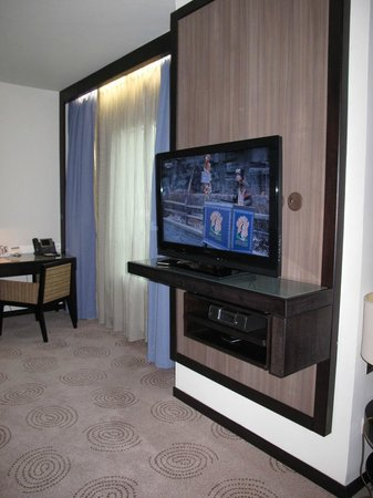 AVANI Deira Dubai Hotel : Living room
