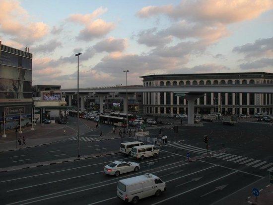 Mövenpick Hotel Deira: Metro
