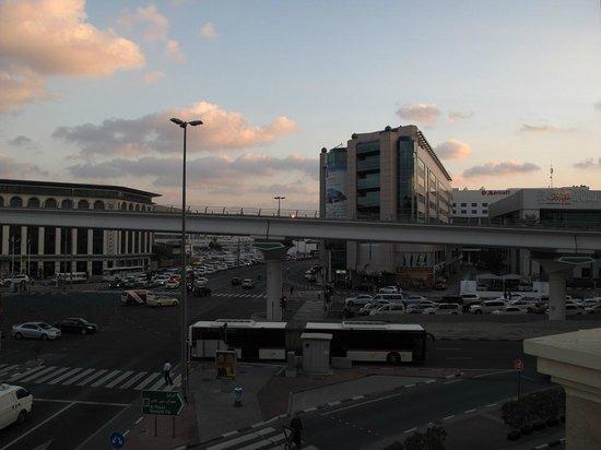 AVANI Deira Dubai Hotel: Metro