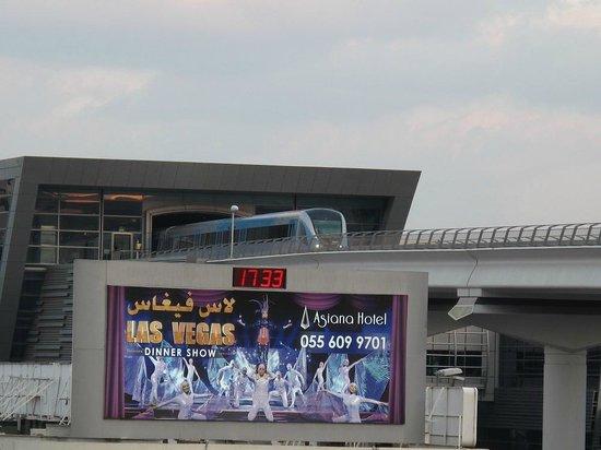 AVANI Deira Dubai Hotel: Metro station - 2-4 minute walk from hotel