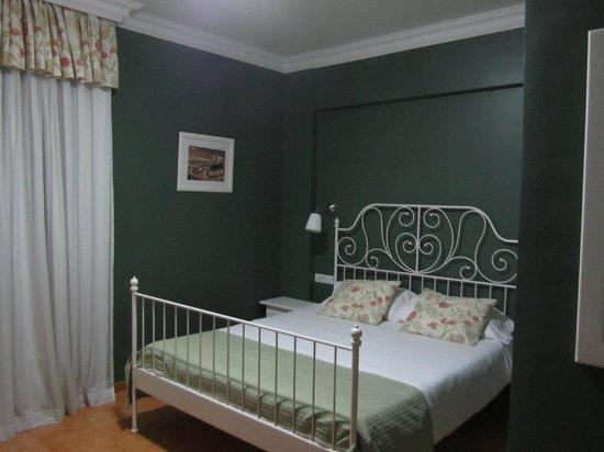 Apartamentos RF Bambi: Nice colours in room 209