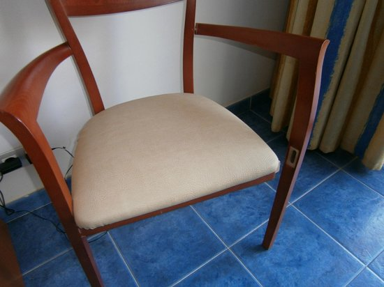 THe Mirador Papagayo: silla rota = peligrosa