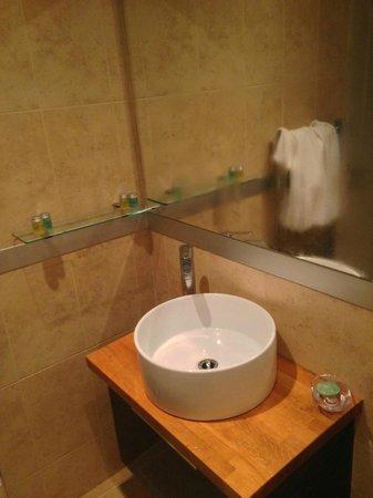 Erigmore : Sink in bathroom