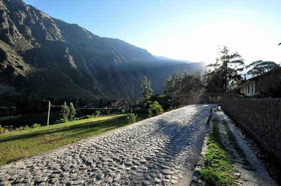 B&B Picaflor Tambo: Road into Ollantaytambo from Cusco and Urubamba
