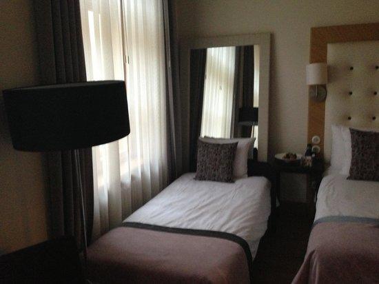 Dome Hotel & SPA: Детская кровать в спальне