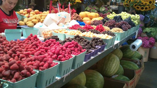 Granville Island : Fresh picked fruits