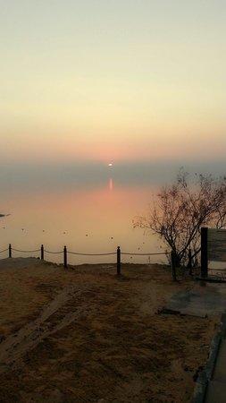 Kempinski Hotel Ishtar Dead Sea: Sun set