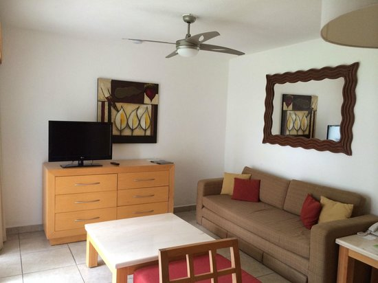 Marival Resort & Suites : Living Area in 1 Bedroom Suite-that couch does not pull out as a hideabed