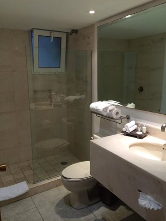 Marival Resort & Suites : Main Bathroom in 1 Bedroom Suite