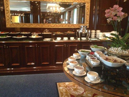 The Ritz-Carlton, Moscow : Лаунж для клубных номеров. Ланч.