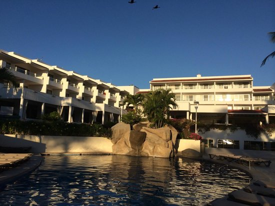 Marival Resort & Suites: Grand Pool Area