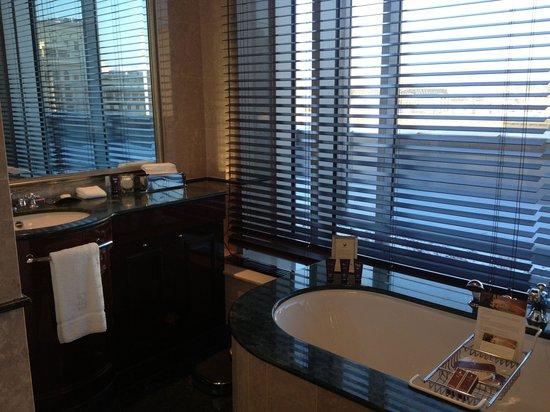 The Ritz-Carlton, Moscow : Ванная комната.